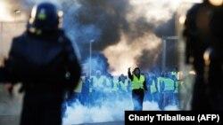 Митинг против повышения налогов на бензин и дизельное топливо в городе Кан на севере Франции, 18 ноября 2018 года.