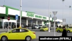 Aşgabadyň halkara aeroportunyň 2-nji terminaly.
