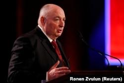 В'ячеслав Кантор, президент Фонду Світового форуму пам'яті Голокосту; Міністерство фінансів США вважає його одним із «олігархів», що мають міцні бізнесові чи політичні зв'язки з Кремлем