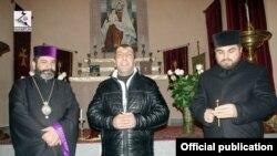 Վահագն Չախալյանը Թբիլիսիի Սուրբ Էջմիածին եկեղեցում, լուսանկարը` Վիրահայոց թեմի մամլո դիվանի