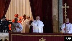 Papa i ri ka zgjedhur të quhet Papa Françesk...