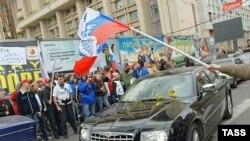 «Мы сделаем все для того, чтобы узнали машину посла Эстонии. Мы призываем ее блокировать, чтобы не дали ей возможность стронуться с места»