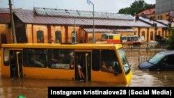 Через негоду у Львові зупинили рух трамваїв