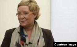 Prof. univ. dr. Petra Roter