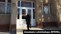 Надежда Познякова возле Балаковского районного суда