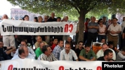 Armenia -- Members of the Armenian Revolutionary Federation protest against controversial Turkish-Armenian agreements on September 15, 2009.