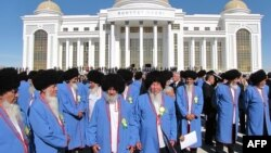 Türkmenistanyň Ýaşulular maslahatyna gatnaşýanlar, Daşoguz, 23-nji oktýabr, 2013.