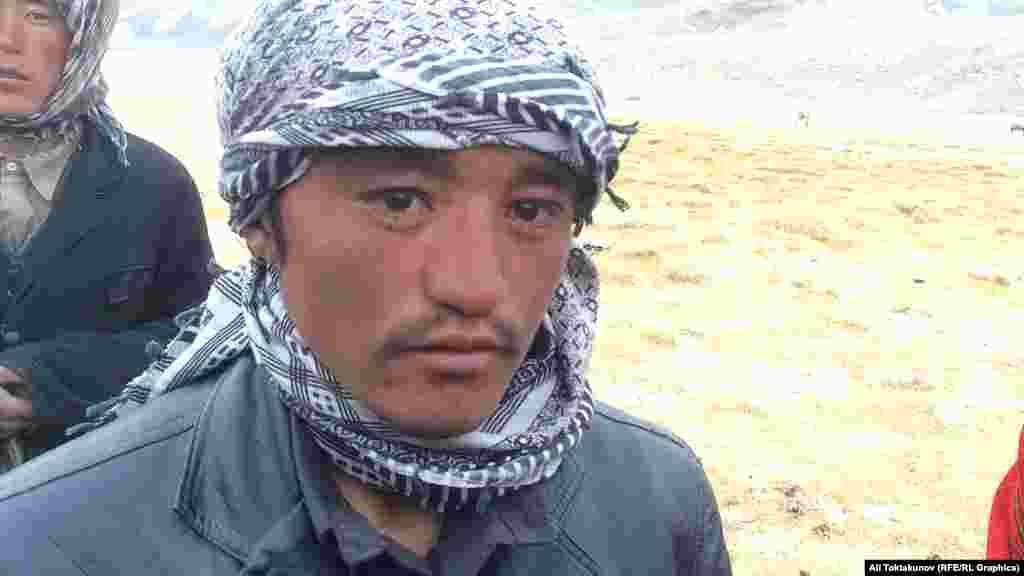 Кыргызы спускаются в города Афганистана и обменивают скот на одежду и другие необходимые вещи.