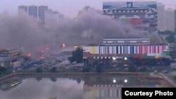 Дым пожара в Останкинском телецентре в Москве, 30 июля 2013 г.
