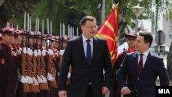 Премьер-министр Чехии Петр Нечас (слева) во время официального визита в Македонию, 2012