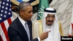 ABŞ Prezidenti Barack Obama (solda) və Kral Salmon