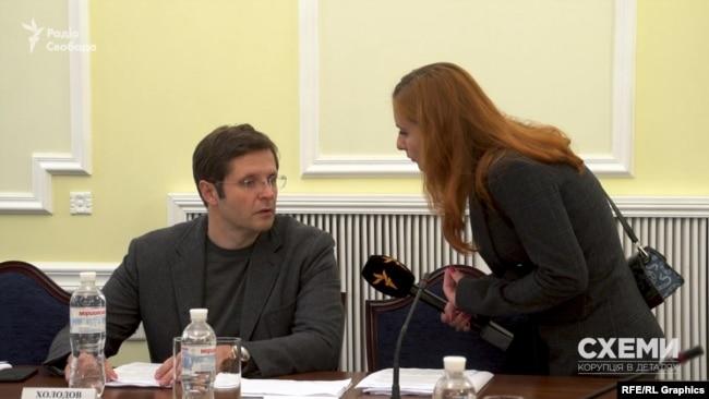 Напередодні парламентських виборів в 2019 році «Схеми» знайшли безпосередній зв'язок Віктора Медведчука з Андрієм Холодовим – тоді кандидатом, а нині народним депутатом від «Слуги народу»