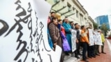 Mongolians protest at the Ministry of Foreign Affairs in Ulaanbaatar, the capital of Mongolia, against China's plan to introduce Mandarin-only classes at schools in the neighbouring Chinese province of Inner Mongolia on August 31, 2020. - China announced