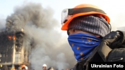 Протестувальник на майдані Незалежності в Києві, 19 лютого 2014 року