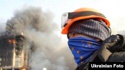 Протестующий на площади Независимости в Киеве, 19 февраля 2014 года