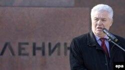 Voronin la monumentul lui Lenin, un alt democrat desăvîrşit