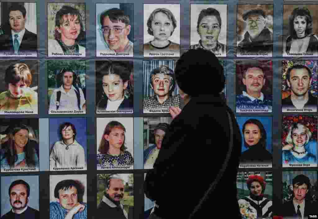 Акція пам'яті загиблих 13 років тому в Театральному центрі на Дубровці в Москві. 26 жовтня 2015 року