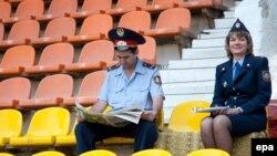 """УЕФА кубогының """"Ақтөбе"""" - """"Бремен"""" матчында жанкүйерлерді бақылауға келген полиция қызметкерлері. Ақтөбе, 27 тамыз 2009 жыл. Көрнекі сурет"""