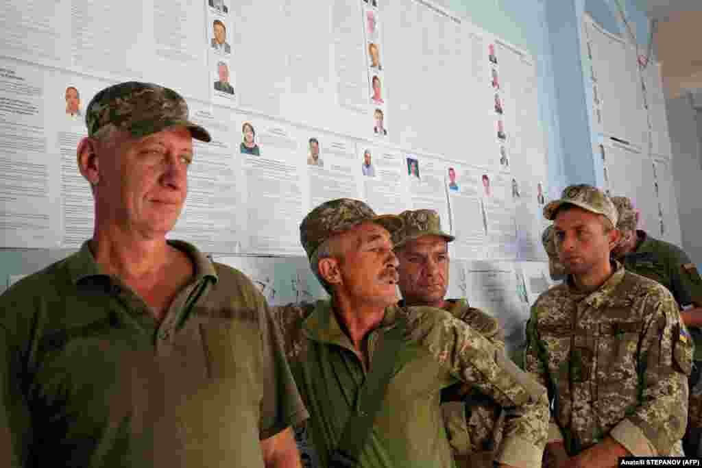 Ukrainian servicemen queue to receive their ballots at a polling station in the town of Avdiyivka near the the front line in eastern Ukraine. (AFP/Anatolii Stepanov)