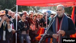 Armenia - Opposition leader Raffi Hovannisian holds a news conference in Yerevan's Liberty Square, 21Mar2013.
