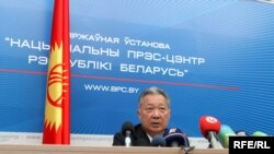 Deposed Kyrgyz leader Kurmanbek Bakiev at a press conference in Minsk in late April 2010.