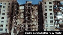 Разрушенный обстрелами дом. Луганская область