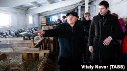 Губернатор Калининградской области Антон Алиханов (справа)