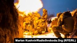 Батальон «Донбасс-Украина» открывает огонь вблизи Новолуганского в Донецкой области в начале 2018 года