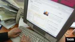 Russia – Internet users send questions to Russian President Vladimir Putin who will answer them during an online conference scheduled for 6 July via Yandex search engine, 4Jul2006