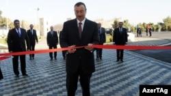 Азербайжан. Президент Илхам Тоуз Олимпида спорт комплексин ачууда. 9-февраль, 2011