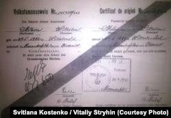 Такі «аусвайси» видавала окупаційна влада етнічним німцям. Фото надано нащадками Вільгельма Метцкера
