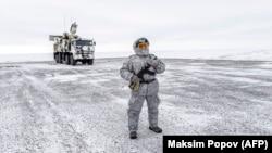 Patrulă în apropierea bazei militare de pe insula Kotelnîi, 3 aprilie 2019