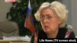 Нелі Штепа дає інтерв'ю російському телеканалу LifeNews (скріншот, архівне фото, квітень 2014 року)