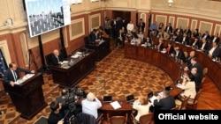 Большую часть доклада столичный градоначальник посвятил критике своих предшественников, чем вызвал недовольство как НПО, так и членов большинства в сакребуло