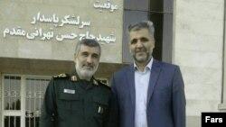 سعید عابد راننده اسنپ (سمت راست) و امیر علی حاجیزاده، فرمانده نیروی هوا فضای سپاه