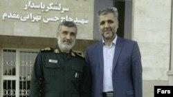 سعید عابدین راننده اسنپ (سمت راست) و امیرعلی حاجیزاده، فرمانده نیروی هوافضای سپاه