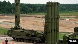 """Российская ракетная установка """"C-300B""""."""