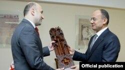Սեյրան Օհանյան և Միխեիլ Դարչիաշվիլի, լուսանկարը՝ Հայաստանի ՊՆ-ի