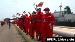 Grab: Venezuela/Iran – Iranian tanker anchoring, Puerto Cabello, 25May2020