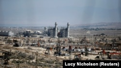 Добыча сланцевой нефти в Калифорнии.