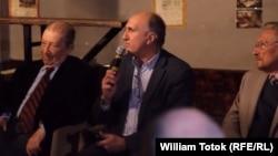 Paul Cornea, Ioan Bogdan Lefter și Emil Constantinescu la Cafenea critică, 19 4 2017, București