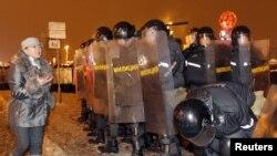 Газэта Bild паведаміла, што ў Беларусь пастаўлялі шчыты, дубінкі і шлемы.