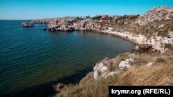 Пляж в Ленинском районе Крыма