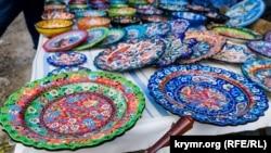 Сувенірний посуд під Чуфут-Кале