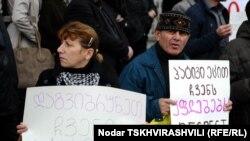 Тифлистәге протест чарасыннан бер күренеш