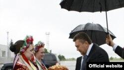 Віктора Януковича зустрічають у Луганську, 20 травня 2010 року