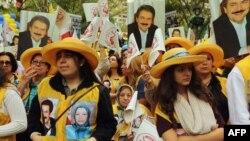 Иран президентине каршы чыккан демонстранттар. Нью-Йорк, 26-сентябрь.