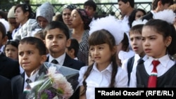 Ученики одной из таджикских школ. 1 сентября 2012 года.