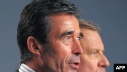 Danish Prime Minister Anders Fogh Rasmussen (left) is taking over from NATO Secretary-General Jaap de Hoop Scheffer (right).