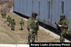 Российские солдаты в Крыму. Начало марта 2014 года